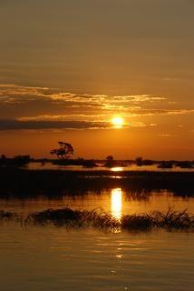Puesta de sol sobre el río chobe
