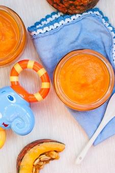 Puré de calabaza ecológica. comida para bebé.