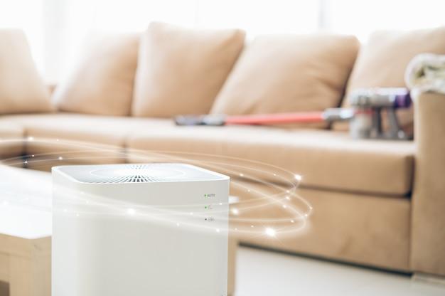 Purificador de aire en una sala de estar, filtro de aire que elimina el polvo fino de la casa. proteger el polvo pm 2.5 y el concepto de contaminación del aire