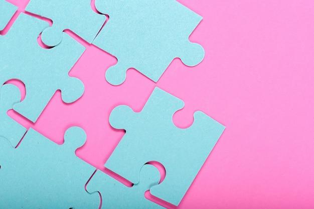Puzzle de piezas con espacio vacío para texto.