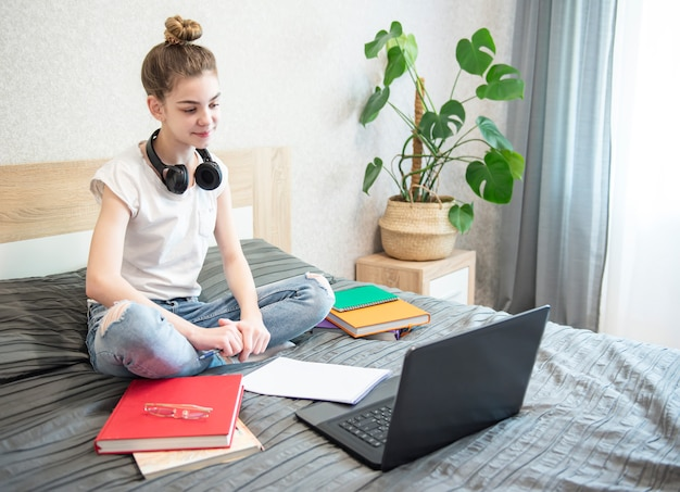 Quédate en casa. educaciones en línea.