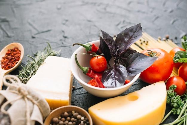 Queso y diferentes vegetales