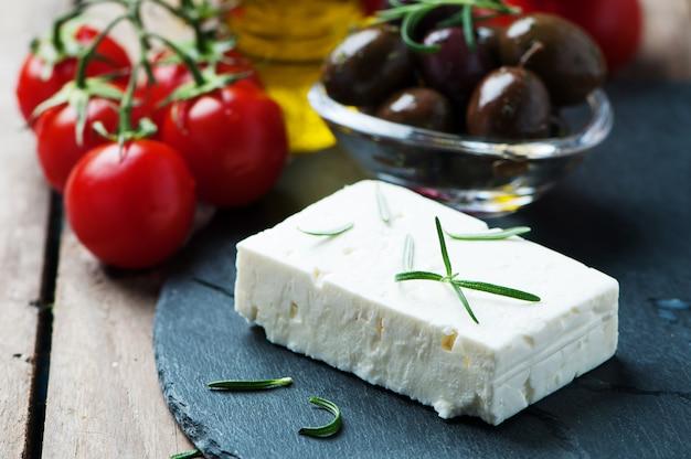 Queso griego feta con romero y aceitunas