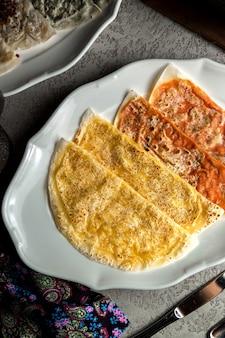 Qutab tradicional relleno de carne y calabaza