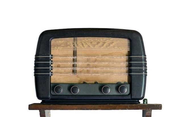 Radio vintage sobre blanco