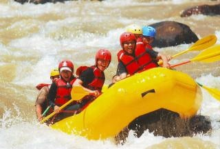 Rafting en el río, la gente