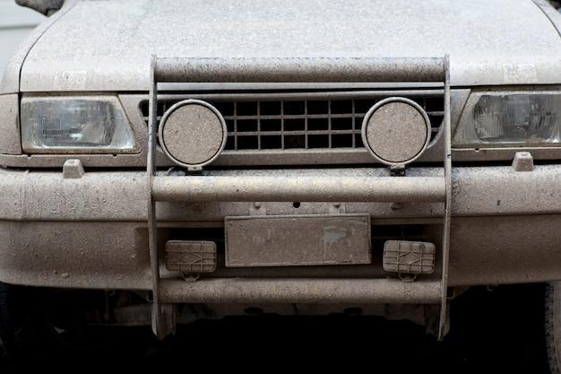 Rally de coches fangoso
