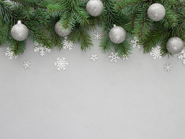 Rama de abeto navideño con espacio de copia