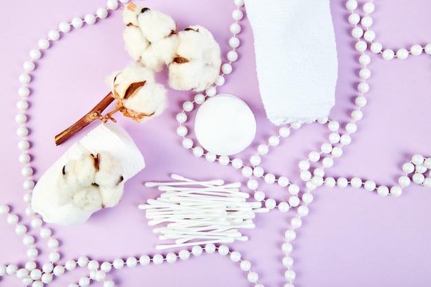 Rama de planta de algodón, palitos espigados, almohadillas de algodón,