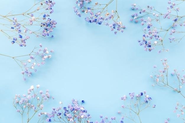 Ramas de flores frescas en flor