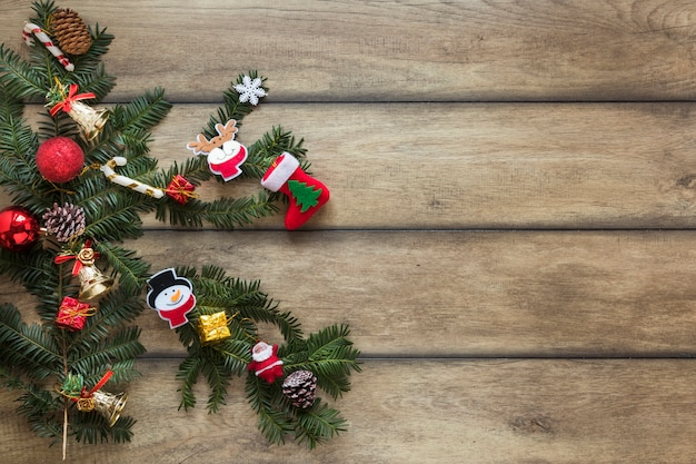 Ramita de abeto decorada juguetes de navidad