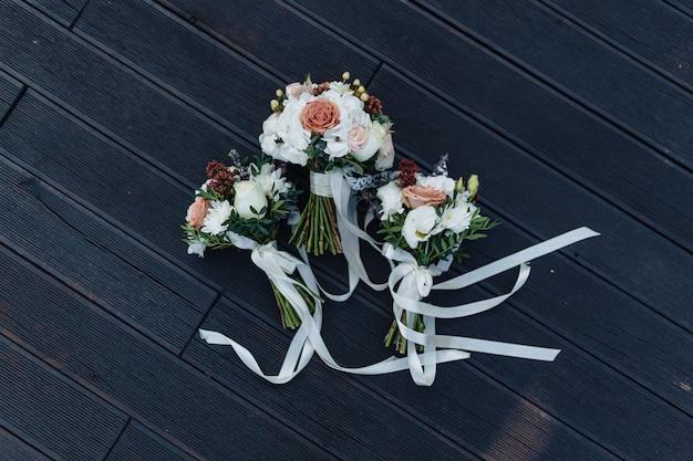Ramo de boda y decoración de boda, flores y arreglos florales de boda.