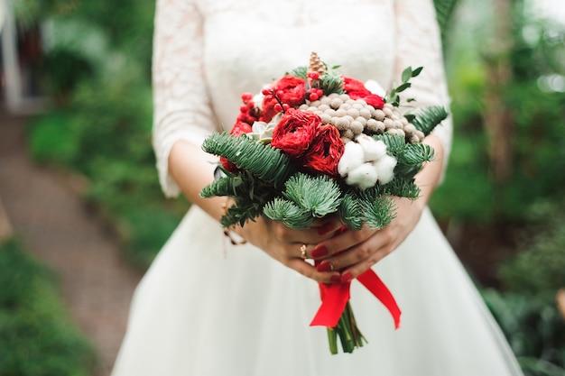 Ramo de la boda, ramo de hermosas flores el miércoles