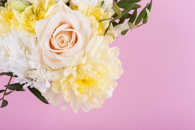 Ramo de flores de color rosa amarillo