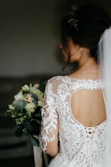Ramo de novia en manos de la novia