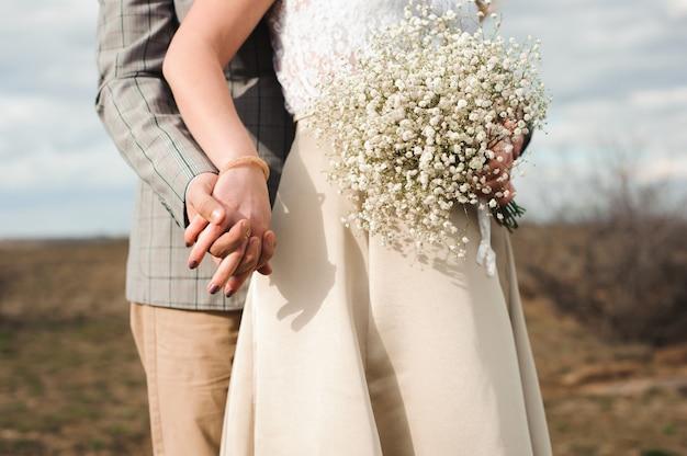 Ramo de novia, ramo de hermosas flores el día de la boda