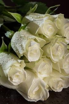 Ramo de rosas blancas