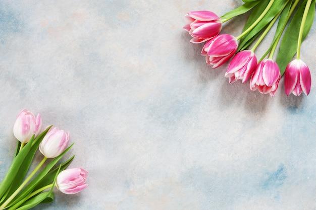 Ramo de tulipanes rosas. concepto para el día de san valentín, el día de la mujer y otros eventos románticos.