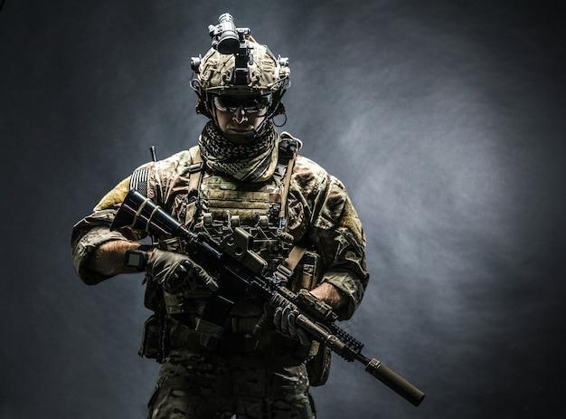 Ranger del ejército en el campo uniformes