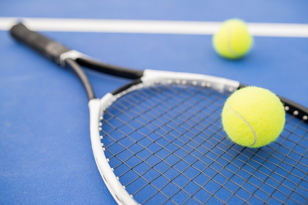 Raqueta de tenis en azul
