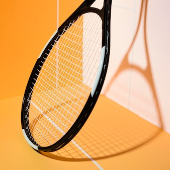 Raqueta de tenis mínima naturaleza muerta