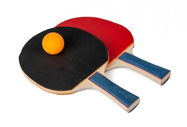 Raquetas de ping pong aisladas en blanco