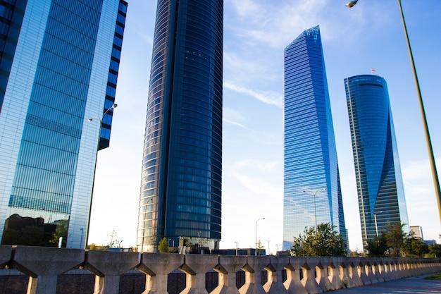 Rascacielos cuatro torres business area en madrid, españa