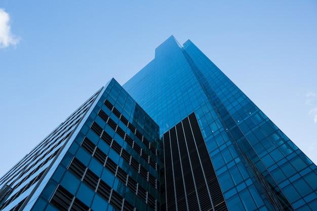 Rascacielos de oficinas en el distrito de negocios