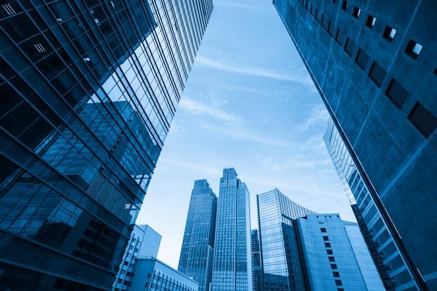 El rascacielos está en qingdao, china