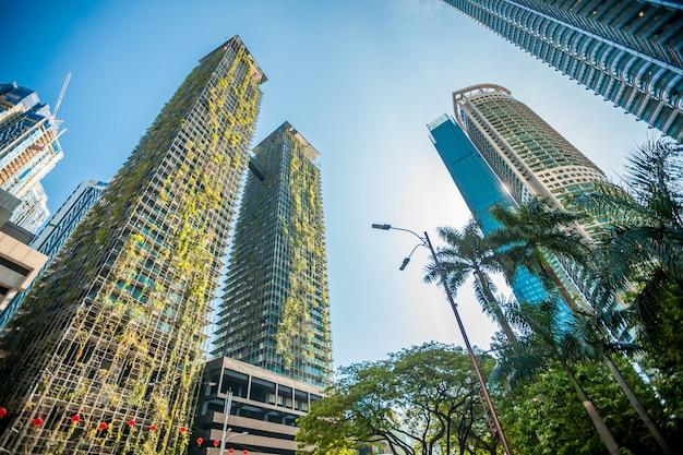 Rascacielos verde en kuala lumpur