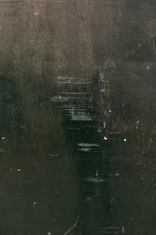 Rasguños en la superficie metálica pintada