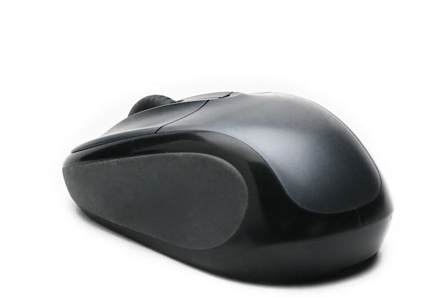 Ratón de la computadora en un blanco aislado