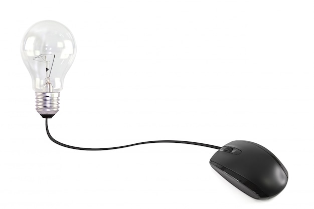 Ratón de ordenador conectado a una bombilla