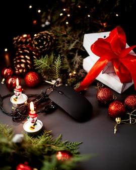 Ratón para pc y juguetes de año nuevo.
