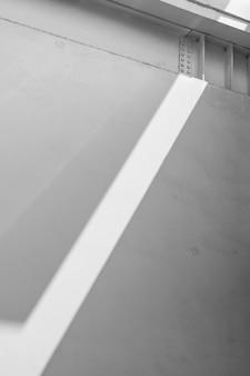 Rayo de luz proyectado en una fachada