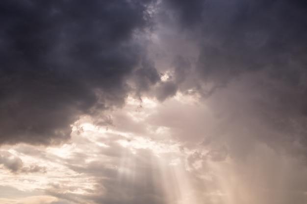 Rayo de sol colorido nube