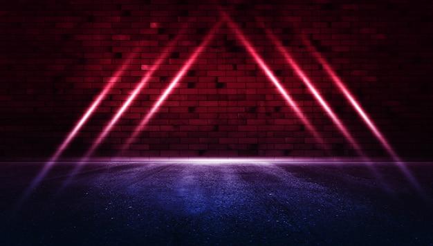 Rayos de luz de neón en la pared de ladrillo de neón con asfalto húmedo espacio de copia de escena vacía