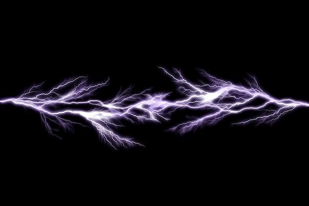 Rayos de trueno aislados sobre fondo negro, concepto eléctrico abstracto