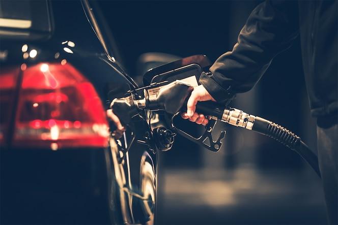 Reabastecimiento de combustible del coche