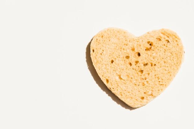 Rebanada de pan con forma de corazón