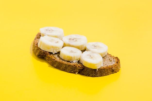 Rebanada de pan con plátano