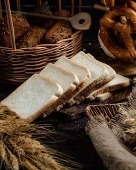 Rebanadas de pan blanco