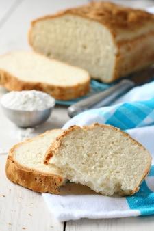 Rebanadas de pan casero sin gluten.