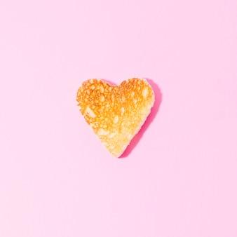 Rebanadas de pan tostado con forma de corazón