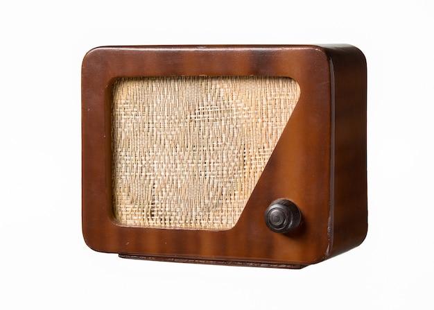 Receptor de radio antiguo marrón vintage del siglo pasado aislado sobre blanco