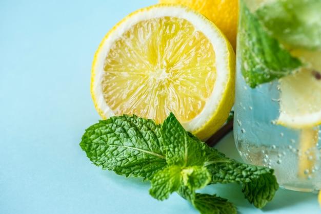 Receta de agua infusión de menta limón