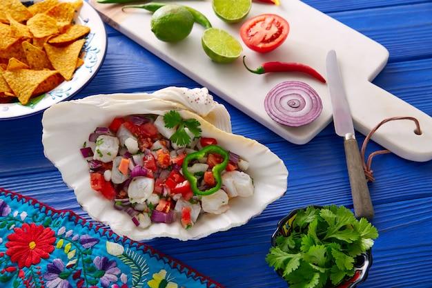 Receta de ceviche al estilo mexicano con nachos.