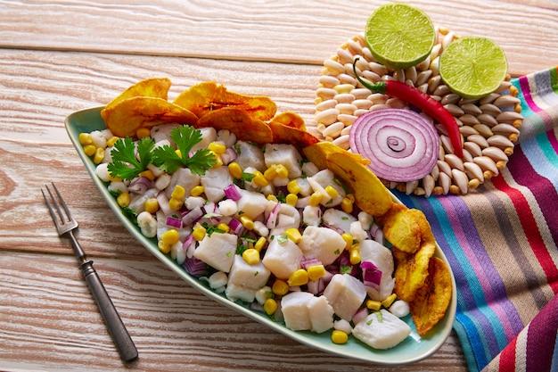 Receta de ceviche peruano con plátano frito.