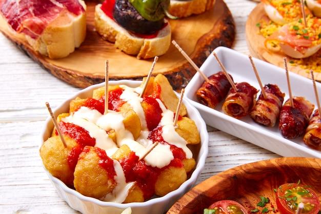 Recetas de mezcla de tapas y pinchos de comida española también pintxos