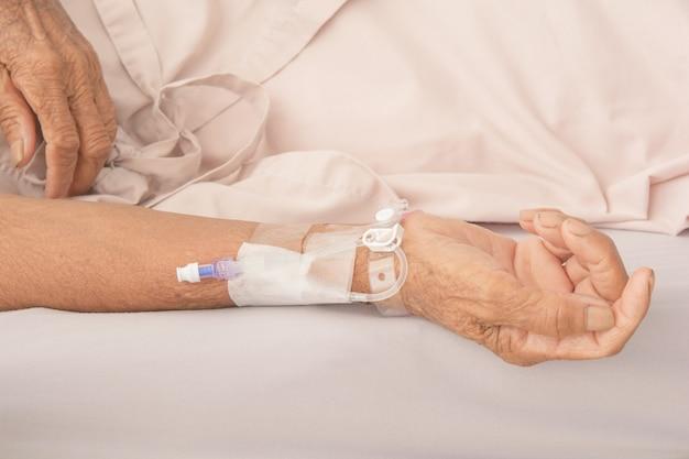 Recibiendo sangre en pacientes